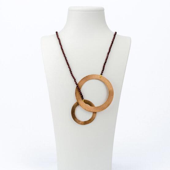 CL20-026-artest-milano-collana-laccio-a-cravatta-granato-rosso-cerchi-bronzo-dorato-rosa-satinato